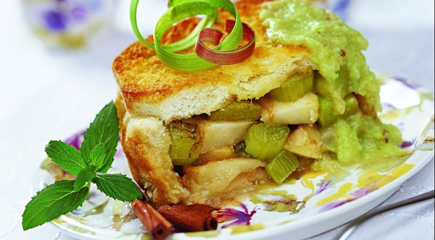 Рецепт Шарлотка с ревенем и яблоками