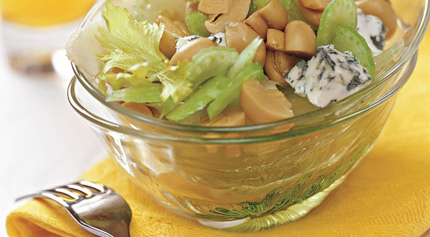 Рецепт Салат из сельдерея и маринованных шампиньонов