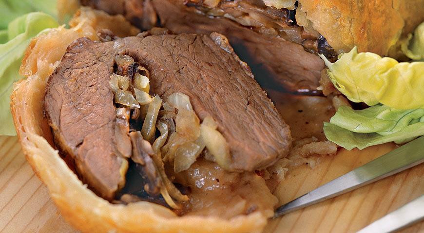 Рецепт Мясо в слойке с грибами