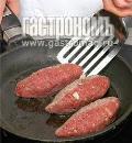 Фото приготовления рецепта: Зразы с картофельной начинкой, шаг №6