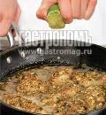 Жареный минтай в орехово-грибной панировке. Шаг 3