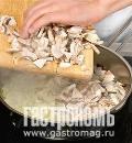 Кулебяка с лососем и грибами, пошаговый рецепт с фото