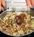Гусь, фаршированный гречкой и грибами. Шаг 2