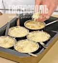 Фото приготовления рецепта: Жюльен из белых грибов, шаг №6