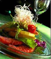 Рецепт Салат с грушей и жареной семгой
