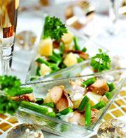 Рецепт Теплый салат с копченой макрелью под соусом с хреном
