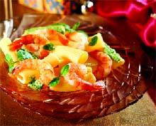 Рецепт Салат из пасты с песто и королевскими креветками