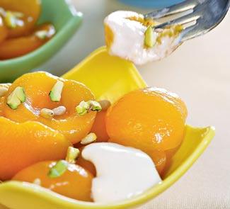 Рецепт Абрикосы в сиропе с густым йогуртом