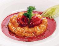 Рецепт Тартар из лосося с соусом из малины