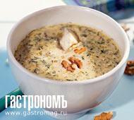 Суп с грецкими орехами и сыром с голубой плесенью