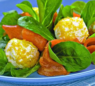 Рецепт Салат с лососем, творогом и лимоном