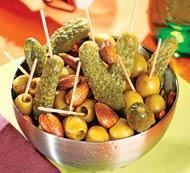 Рецепт Закуска из оливок, маринованных корнишонов и миндаля