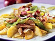 Рецепт Поджарка из индейки с овощами и яблоками