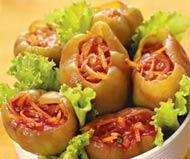 Рецепт Салат Фаршированные сладкие перцы, маринованные в томатном соке