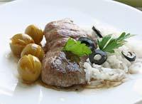 Рецепт Утиные грудки со сливами и черными оливками