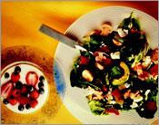 Рецепт Вегетарианский салат из шпината с помидорами и авокадо