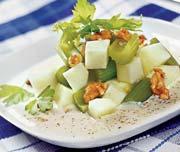 Рецепт Салат из яблок с сельдереем и орехами