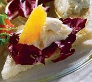 Рецепт Брускетта с апельсином, радиккьо и моццареллой