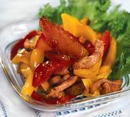 Рецепт Салат из курицы и карамелизированных яблок