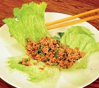 Рецепт Свинина по-китайски на листьях салата