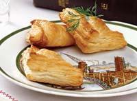 """Рецепт """"Конвертики"""" с рыбой и сыром"""