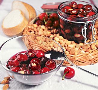 Рецепт Варенье из черешни с абрикосовыми косточками