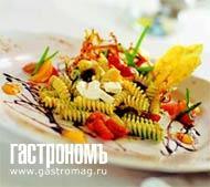 Рецепт Салат из холодной пасты с песто и черным виноградом