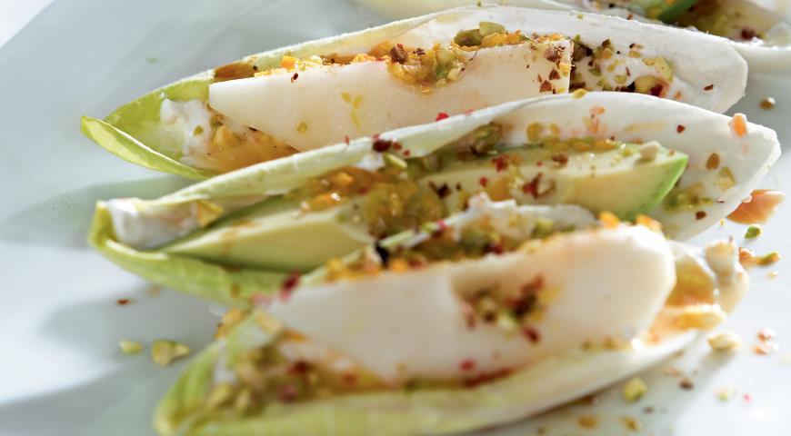 Рецепт Салат из груш с авокадо и цикорием