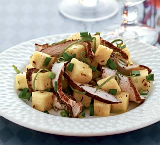 Рецепт Кубинский салат из куриного филе с ананасом