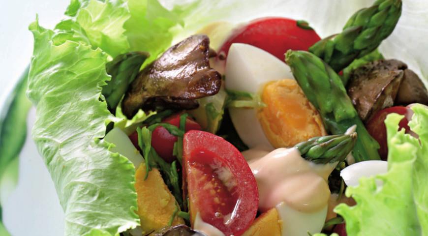 Рецепт Салат из спаржи с куриной печенкой