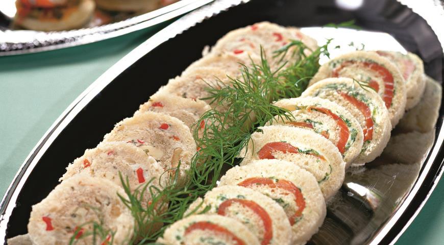 Рецепт Рулеты с семгой, сыром и красным перцем