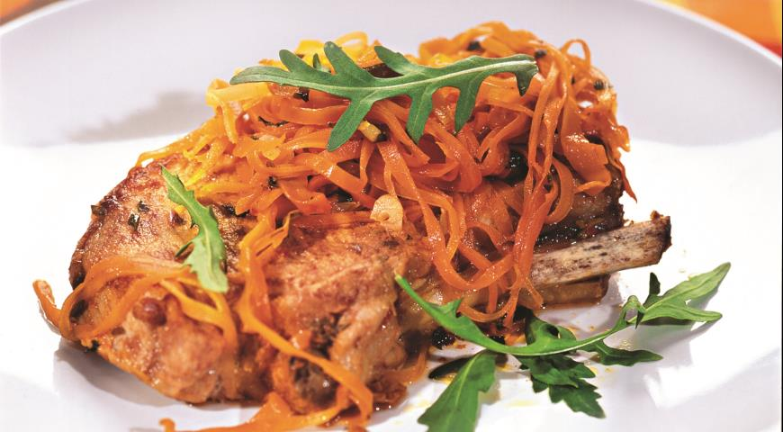Рецепт Свиные котлеты на косточке с морковью