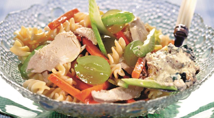 Рецепт Макаронный салат с курицей и виноградом
