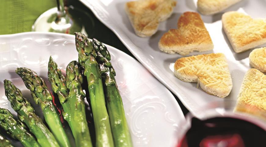 Рецепт Спаржа с крутонами и соусом тартар