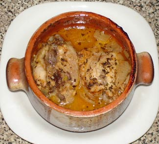 Рецепт Курица в горшочке с паприкой и сливками