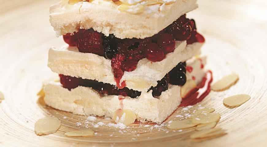 Рецепт Миндальные пирожные с ягодами