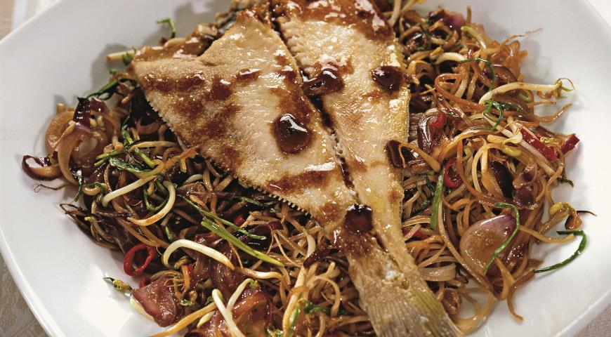 Рецепт Камбала с рисовой лапшой