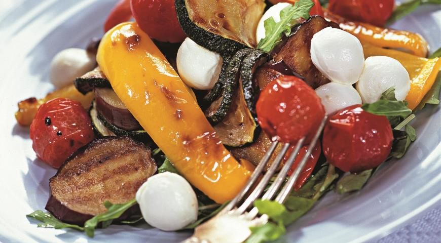 Овощи-гриль с моццареллой