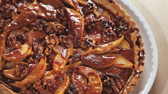 Торт с айвой и грецкими орехами