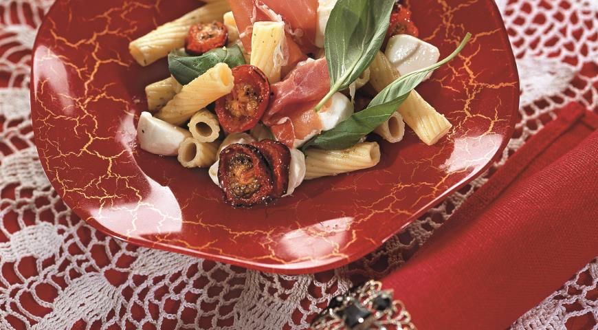 Рецепт Салат с пенне под соусом песто