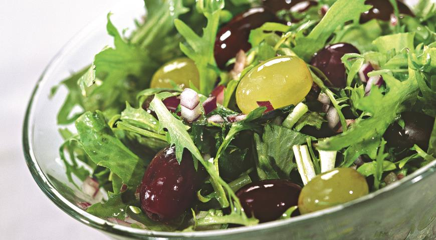 Рецепт Салат с виноградом и кудрявым эндивием