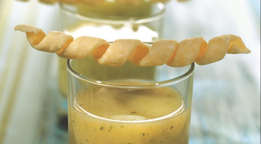 Рецепт Холодный вишисуаз из петрушки с сырными палочками