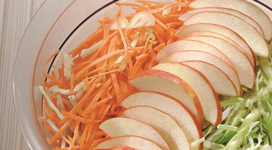 Рецепт Колслоу с яблоками