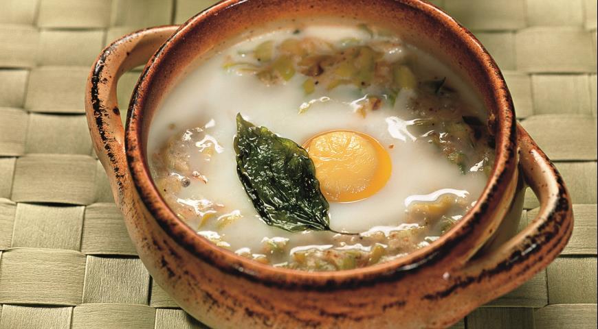 Рецепт Яйца в горшочках с луком-пореем
