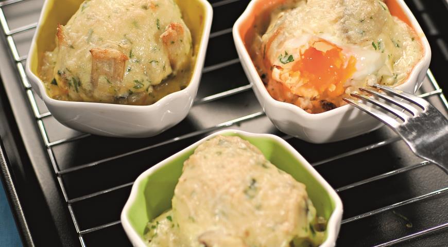 Рецепт Яйца, запеченные в соусе из шампиньонов