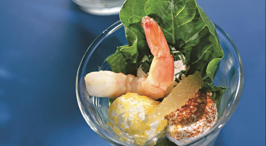 Рецепт Салат из креветок с творожными шариками