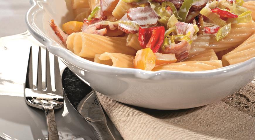 Рецепт Тортильони с перцем и окороком под сливочным соусом