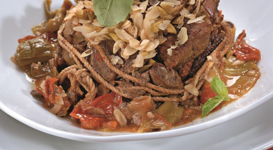 Рецепт Тушеная говядина с миндалем