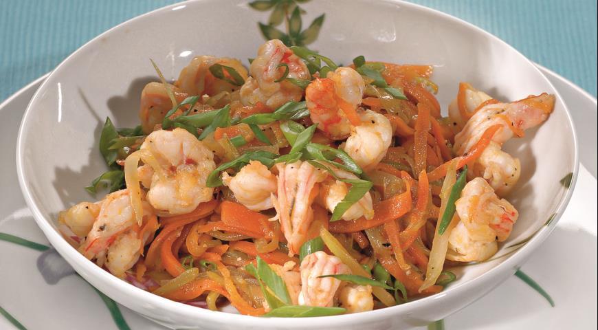Рецепт Салат с креветками в пивной заправке