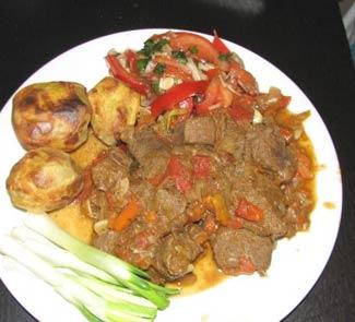 Рецепт Телятина, тушеная с зеленым луком и помидорами